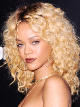 Rihanna-Blonde-Curly-Hair