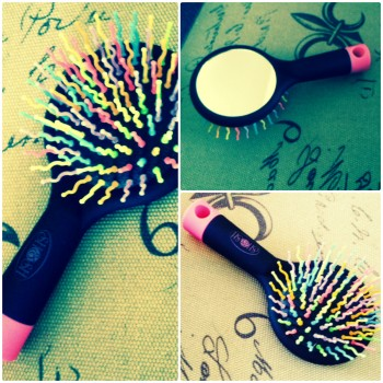 Hair-Brush-Detangling-Mirror